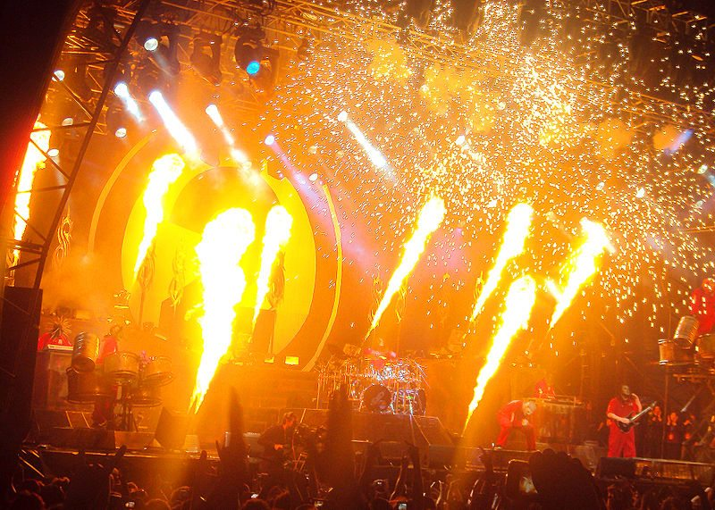 800px-Slipknot_-_Soundwave_Festival,_Melbourne_Australia,_2nd_March_2012_(1)