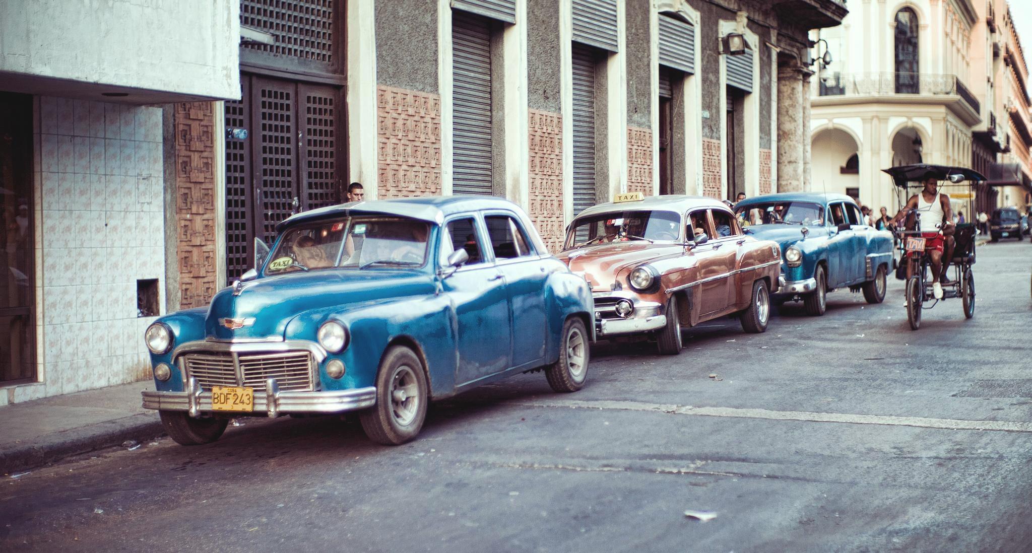 havana-blue-car