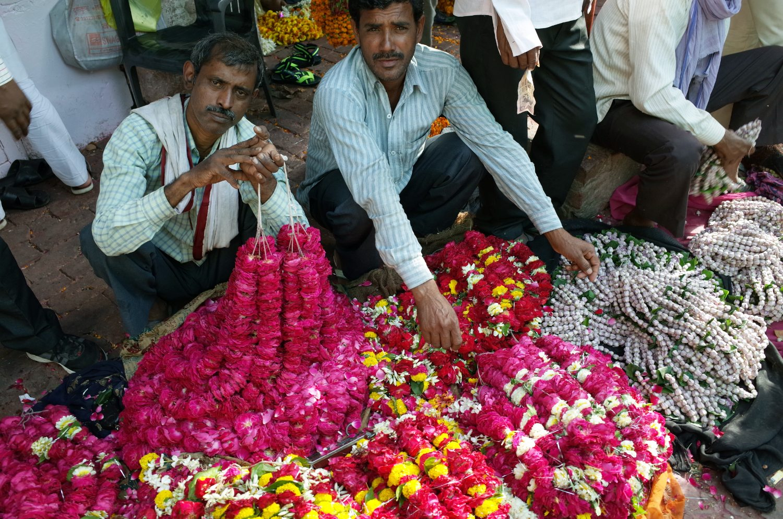 FlowerSellers_Varanasi_S_Tesla